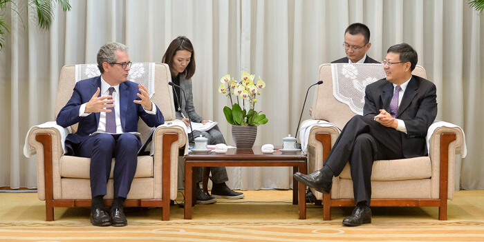 Inditex CEO and Chinese environmental minister