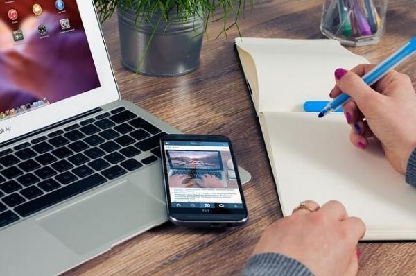 multi tasking worker pixabay