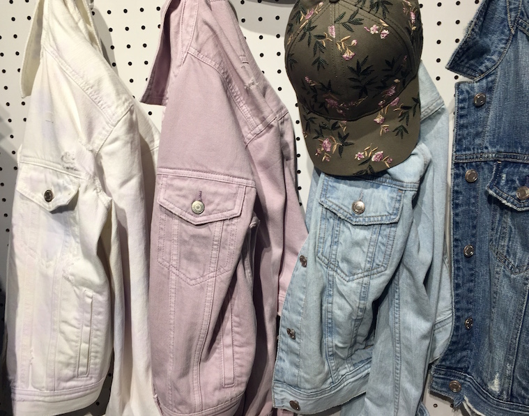 ba03d715 American Eagle Outfitters Bets on Dad Jeans and Denim Minis for Spring