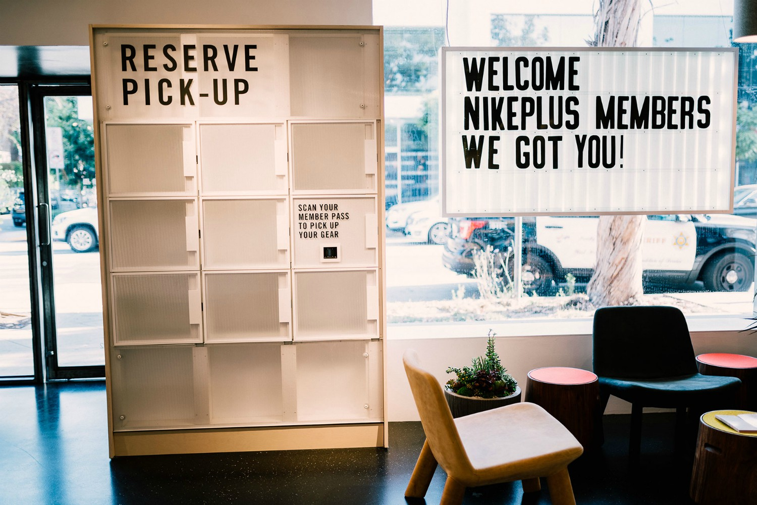 Nike by Melrose gives NikePlus Members access to shop from the Nike App, tap reserve and pick up their product to try-on and purchase in-store.