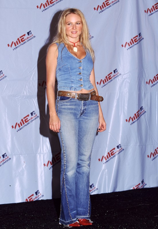 Jewel in 2001