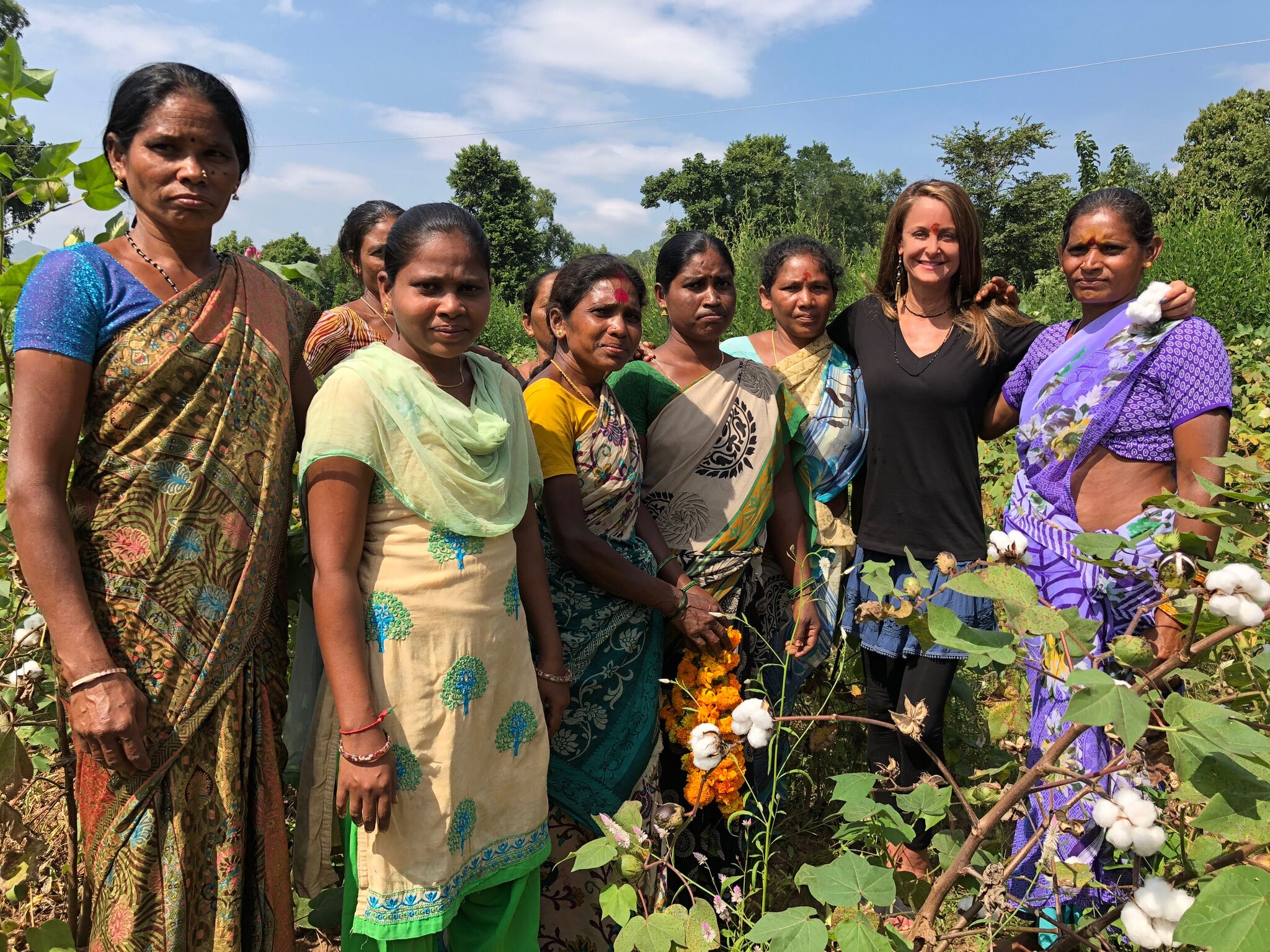 RESET female farmers pose with Marci Zaroff in India.
