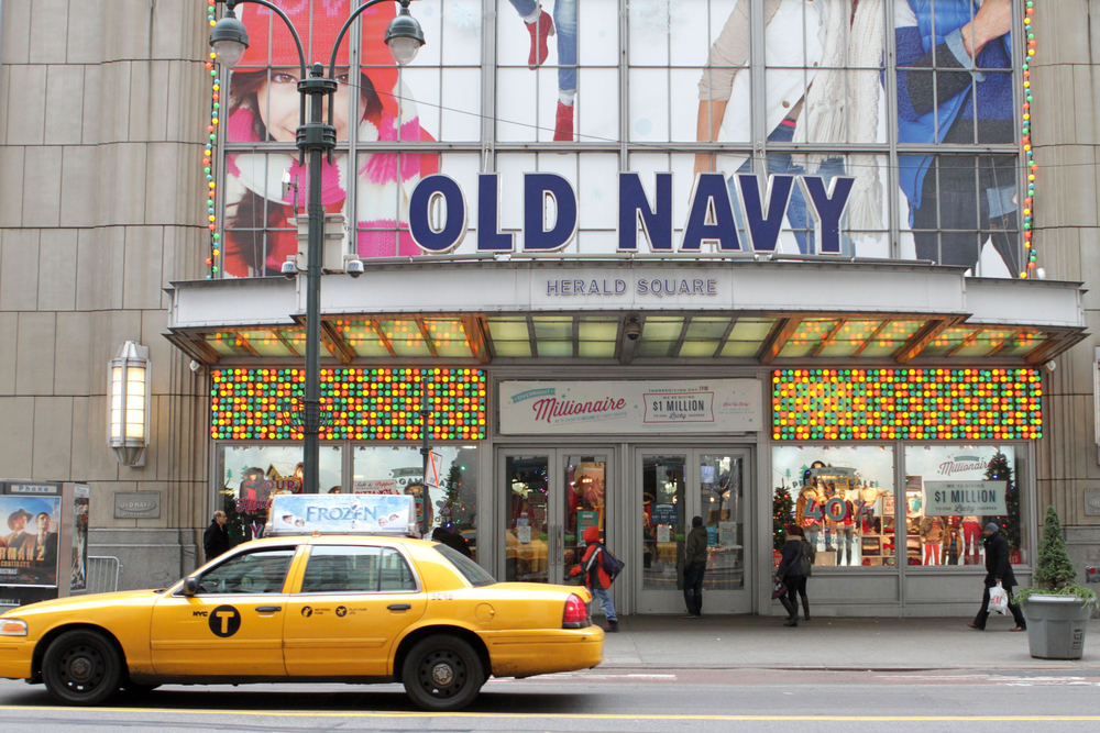 Old Navy's holiday-season partnership for last-minute shoppers lets click-and-collect purchasers skip the hassles of parking.