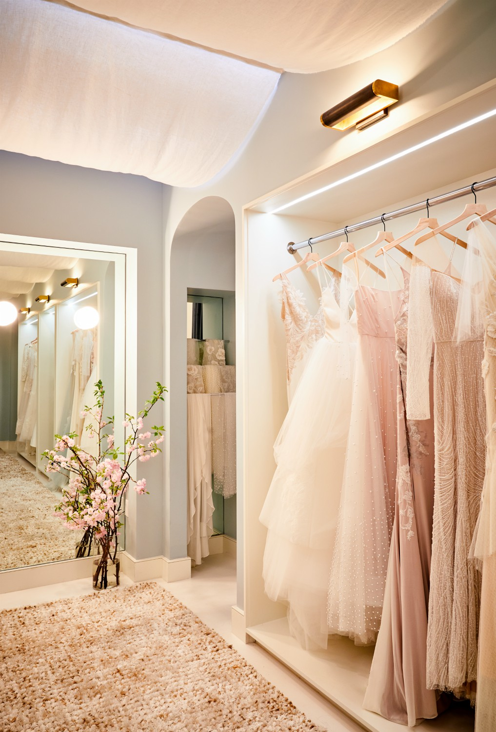 Floravere was founded with a mission to upend the legacy bridal industry and give a new breed of women access to luxury, style, and personalization, otherwise unattainable.