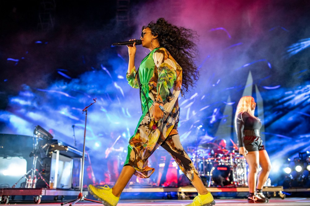 H.E.R. performs during the first weekend at Coachella in a look that's comfy and cool.