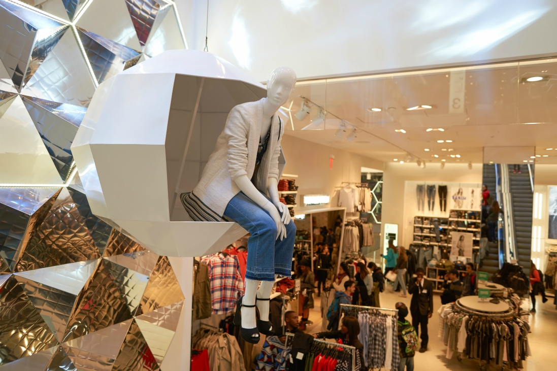 H&M opens fewer stores to focus on digital