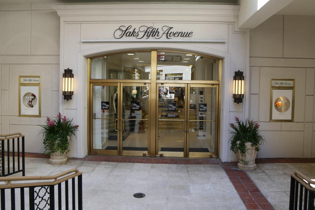 hudson's bay-offer-saks store