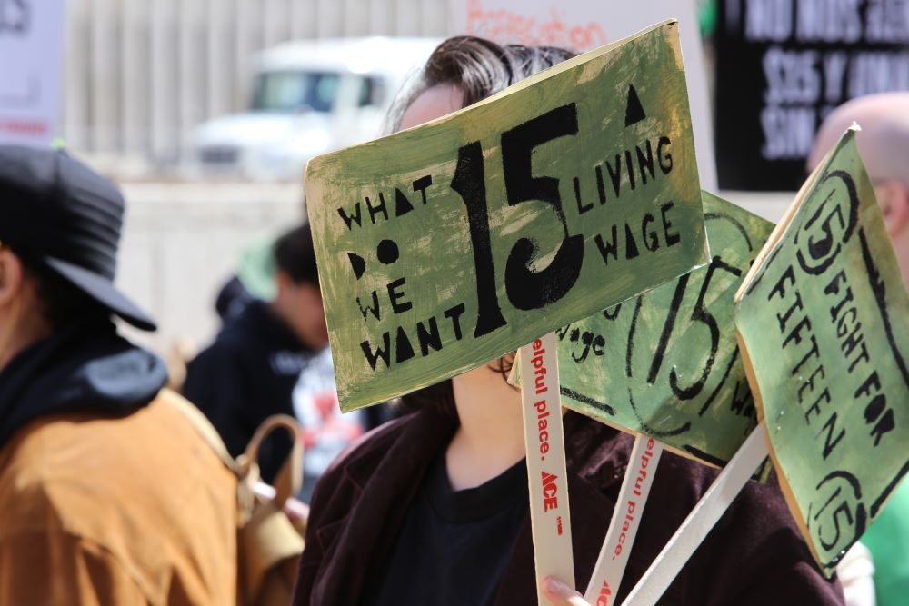 federal $15 minimum wage passes house approval