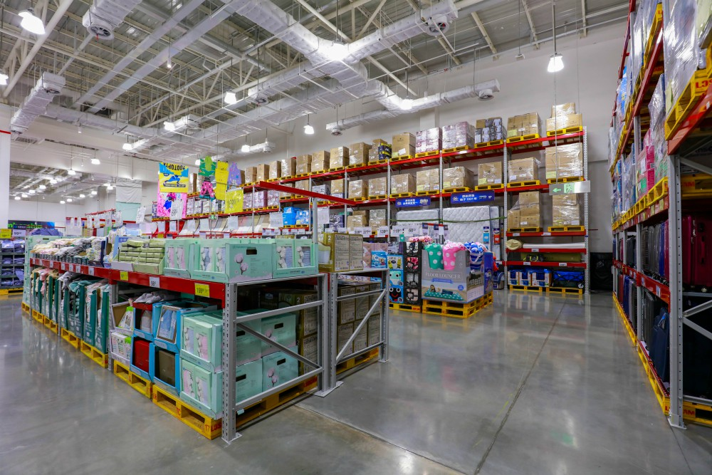 Seeing No Impact from Tariffs, Walmart Raises U.S. Comps Guidance