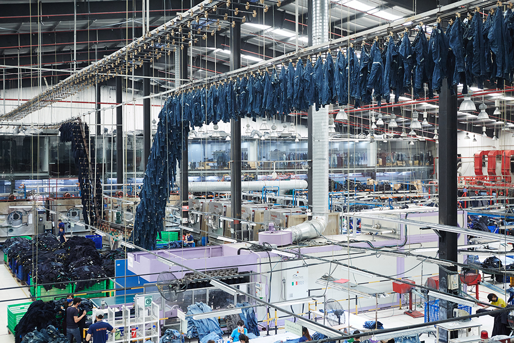 In an interview with Kingpins, Saitex's Sanjeev Bahl said the denim manufacturer will open a factory in L.A. and a mill in Vietnam by June.