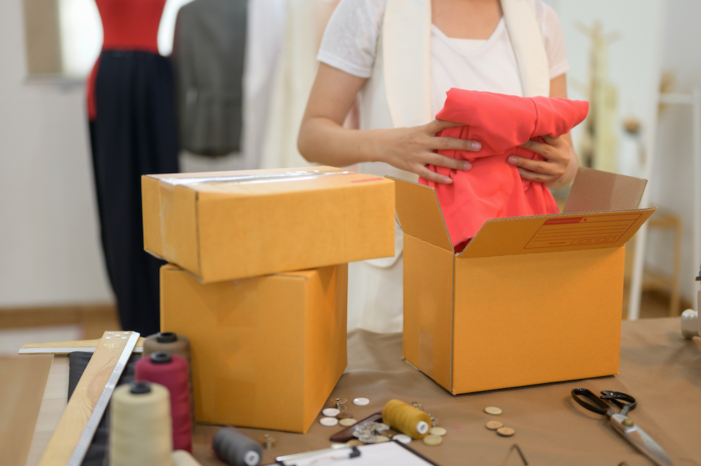 Flipkart-owned fashion site Myntra is enlisting local tailors to deliver e-comm parcels and alter ill-fitting clothes on the spot.