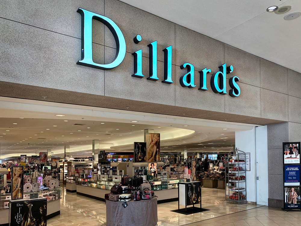 Dillard's isn't giving up the brick-and-mortar mantle, with upgrades in the works and a substantial improvement in gross margin in Q3.