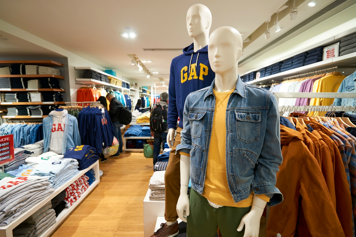 Art Peck is leaving his position as Gap CEO following a challenging Q3 as company earnings indicate lackluster sales drove the change.
