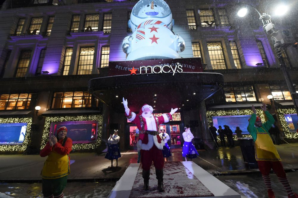 Macy's reported an October data breach, which could weigh on consumer confidence as NetElixir sees 9 percent e-commerce growth this holiday.