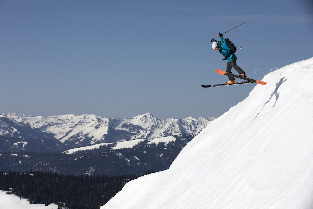 Outdoor apparel brand Mountain Hardwear incorporates Gore-Tex's C-Knit weatherproofing tech in a new ski collection ready for winter slopes.