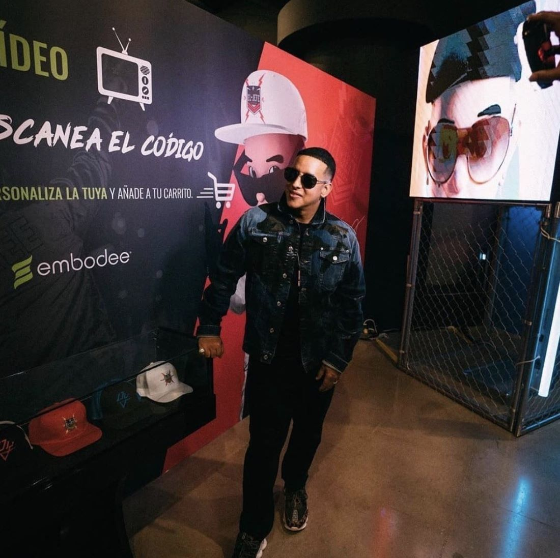 Fans of Puerto Rican chart-topper Daddy Yankee can design two styles of hats using Embodee's product virtualization technology.