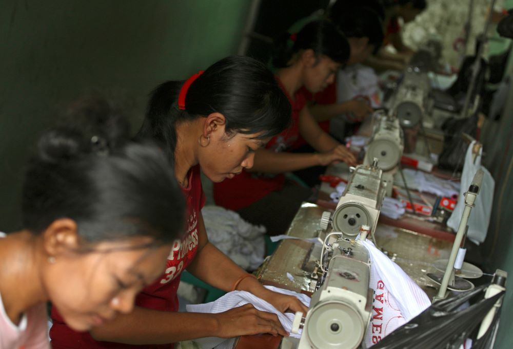 The parent company of an Indonesian supplier to Nike has awarded $4.5 billion to 2,000 workers who lost their jobs after the factory closed.