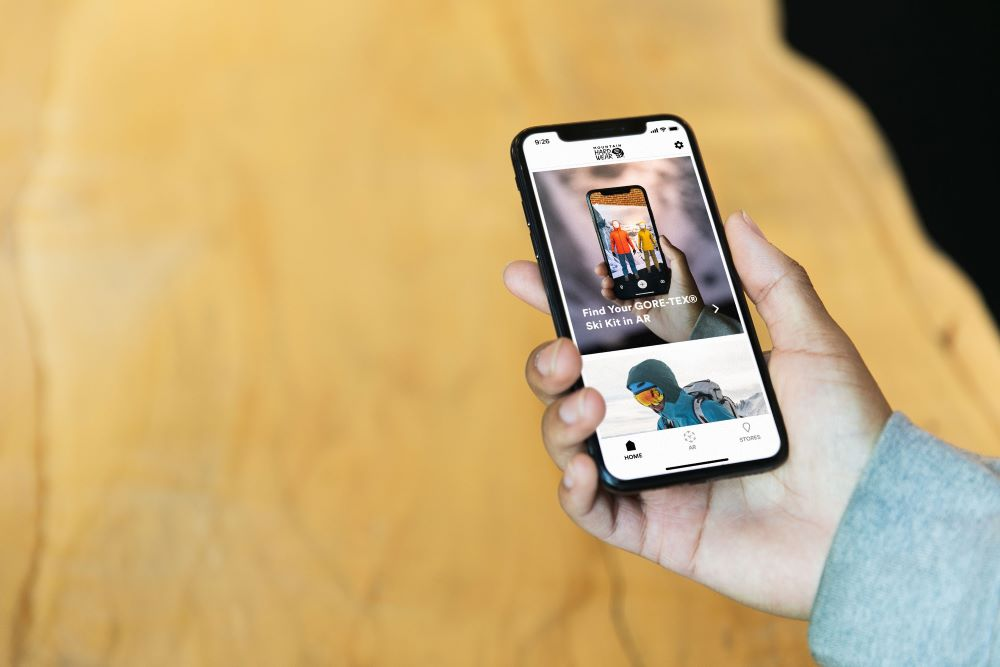 Outdoor sports retailer Mountain Hardwear bowed an augmented reality e-commerce experience to help winter sports fans shop for ski outfits.
