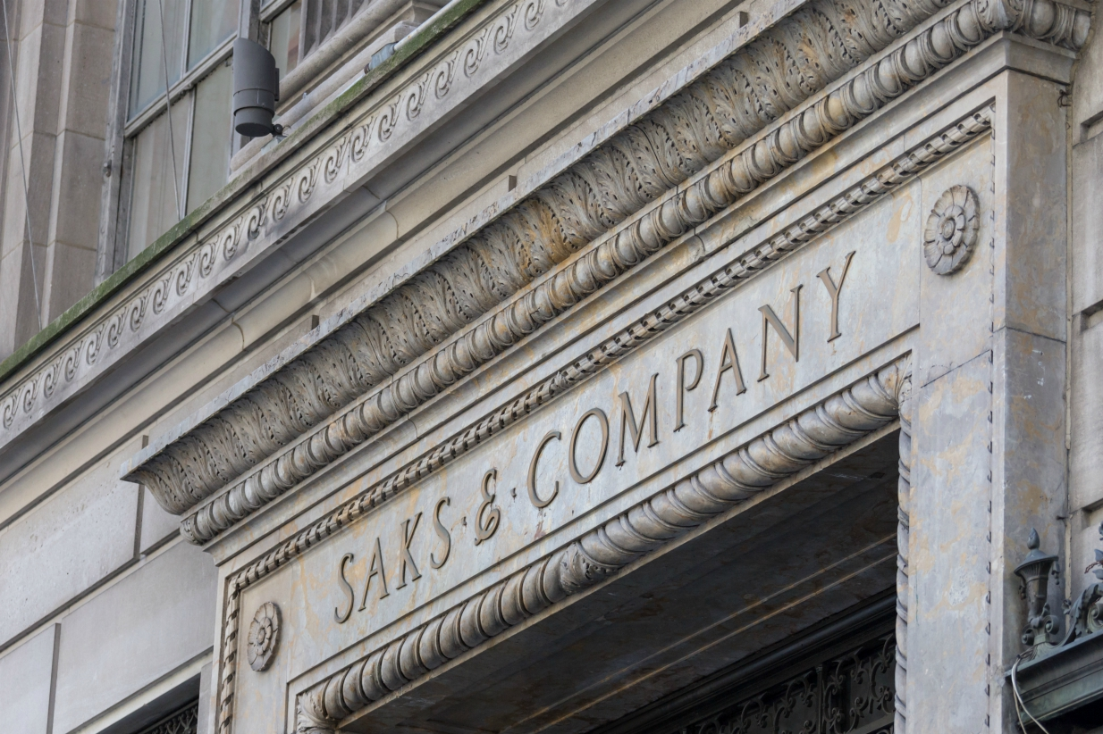 After upping its offer and now armed with agreement with its lead minority shareholder, Hudson's Bay Co. is set to become a private firm.