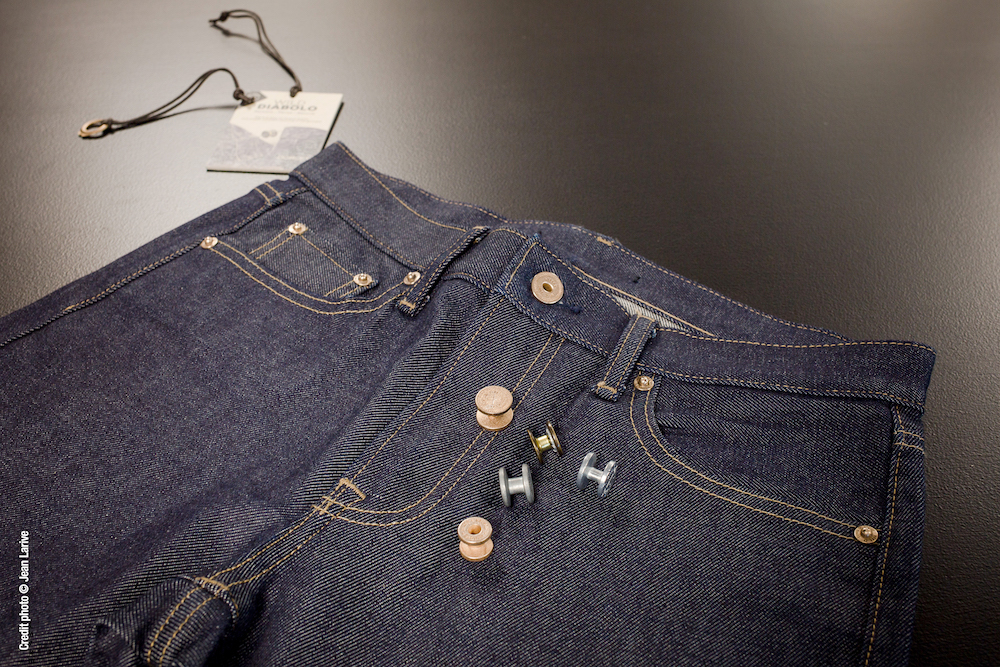 French trims supplier Dorlet debuts the Diabolo, a removable button collection designed to promote denim circularity and recyclability.