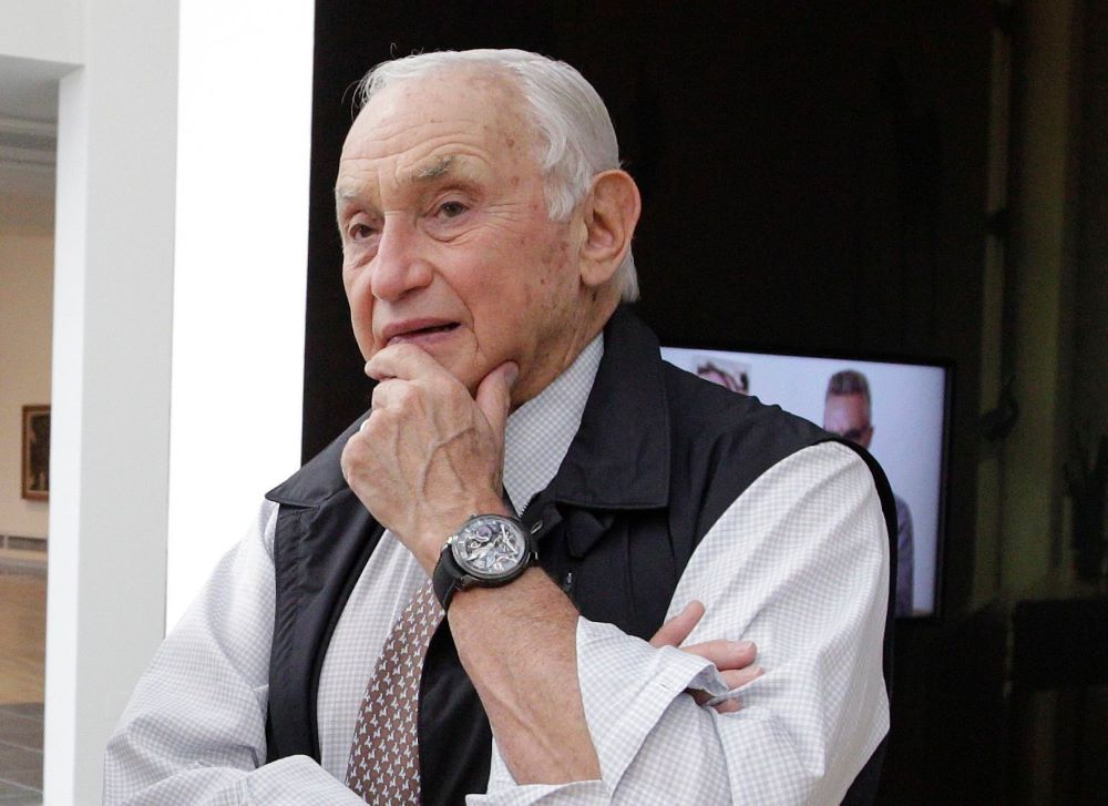 Leslie Wexner is out as L Brands CEO and chairman.