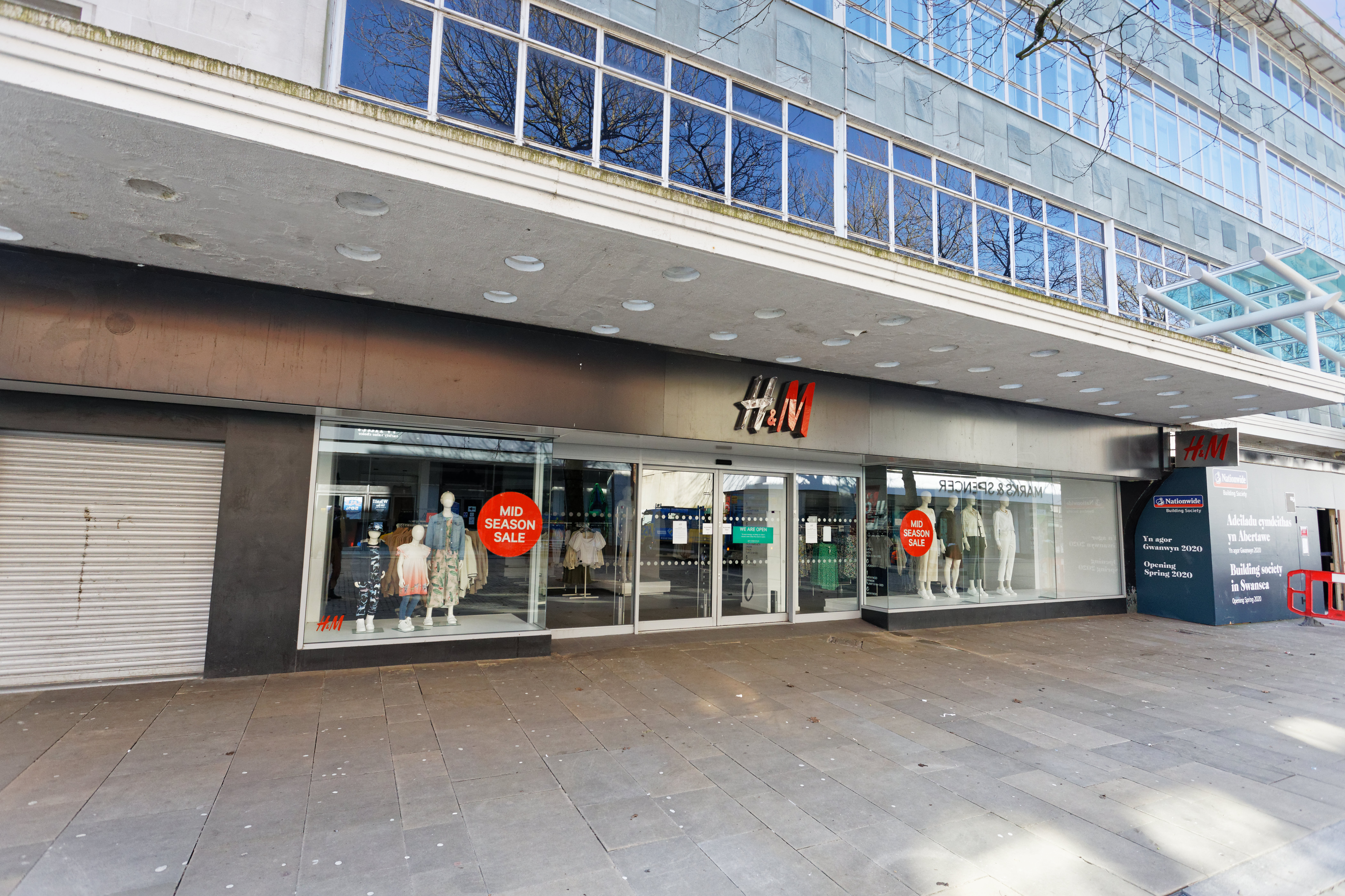 The closed H&M store in the city centre of Swansea Coronavirus outbreak, Swansea, Wales, UK - 25 Mar 2020