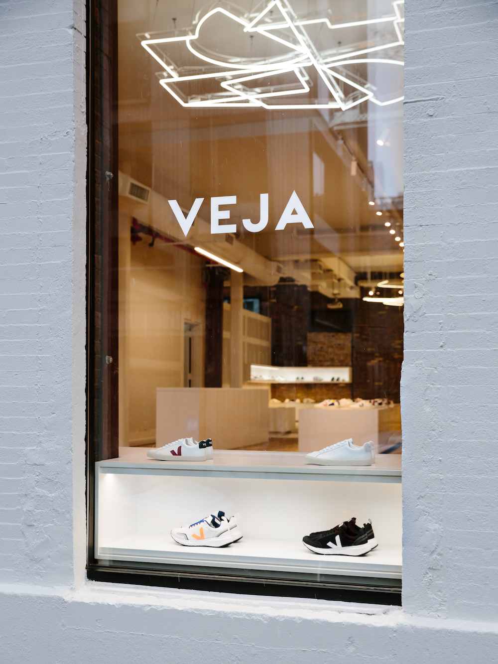 Veja, the sustainable French footwear brand loved by Meghan Markle, is inaugurating a flagship store in New York's Nolita neighborhood.
