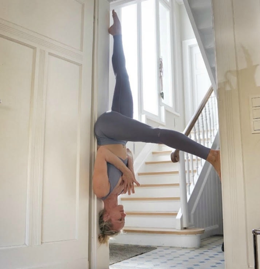 A workout-from-home look from Alo Yoga.