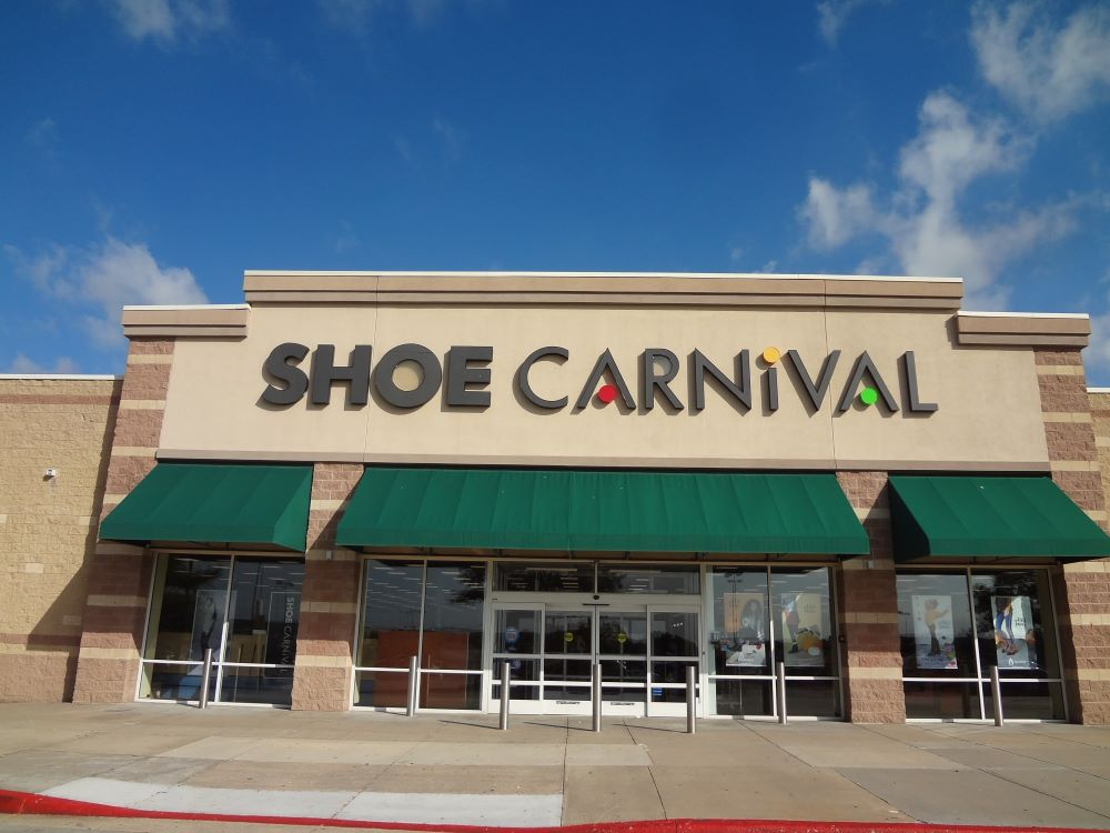 Shoe Carnival and Famous Footwear stores will temporarily close as footwear retailers continue to feel the effects of the COVID-19 pandemic.