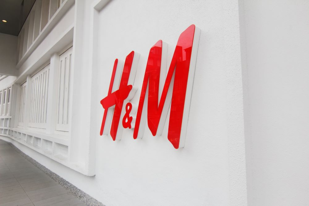 As retailers like H&M continue to shutter their storefronts, the NRF is pushing the administration to issue government-backed loans and tax relief.