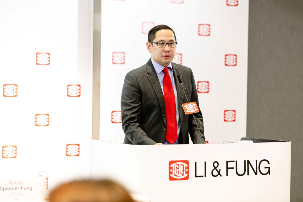 Sourcing giant Li and Fung is taking itself private, joining with GLP, the companies said after the Hong Kong Exchange closed Friday.