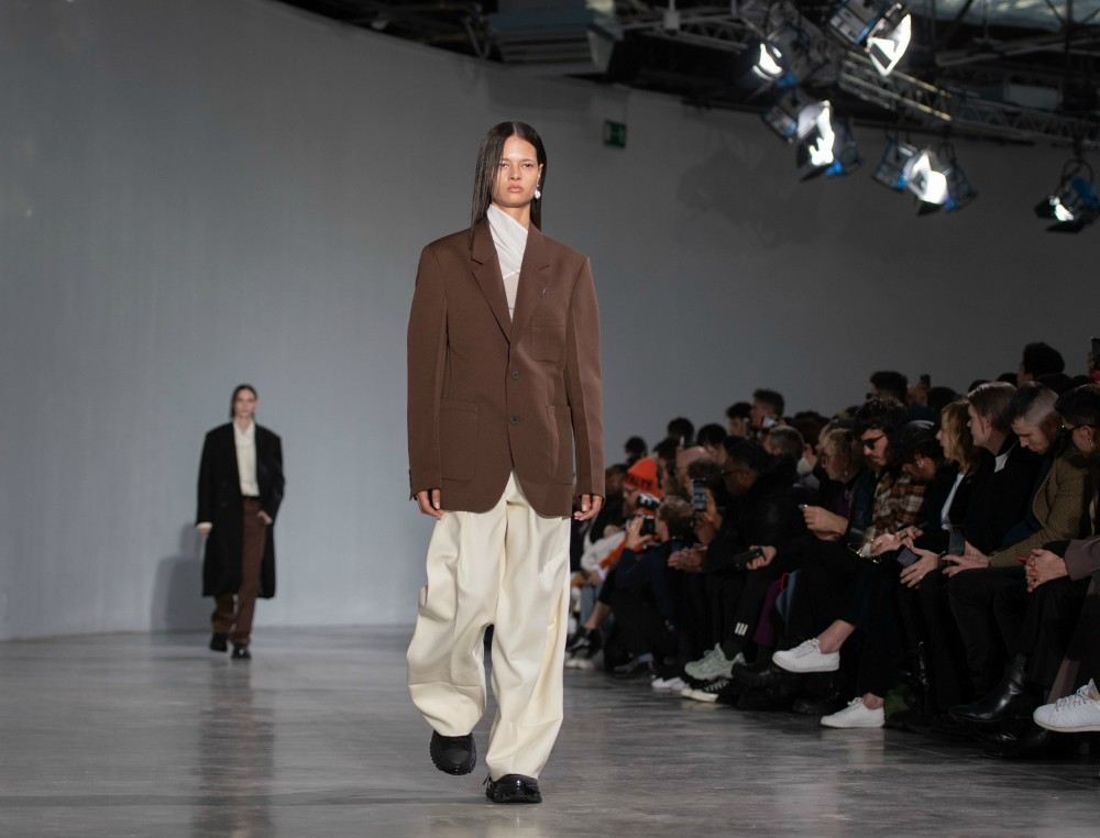 Men's wear brand Wooyoungmi presented its first men's and women's collection at Paris Fashion Week in January 2020.