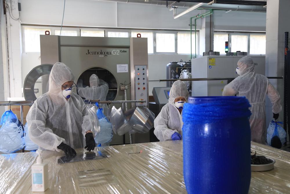 Jeanologia employees sanitize masks.