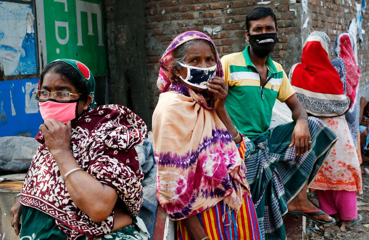 Bangladesh garment manufacturers are closing factories in the country as coronavirus cases ramp up and leaders extend the lockdown.