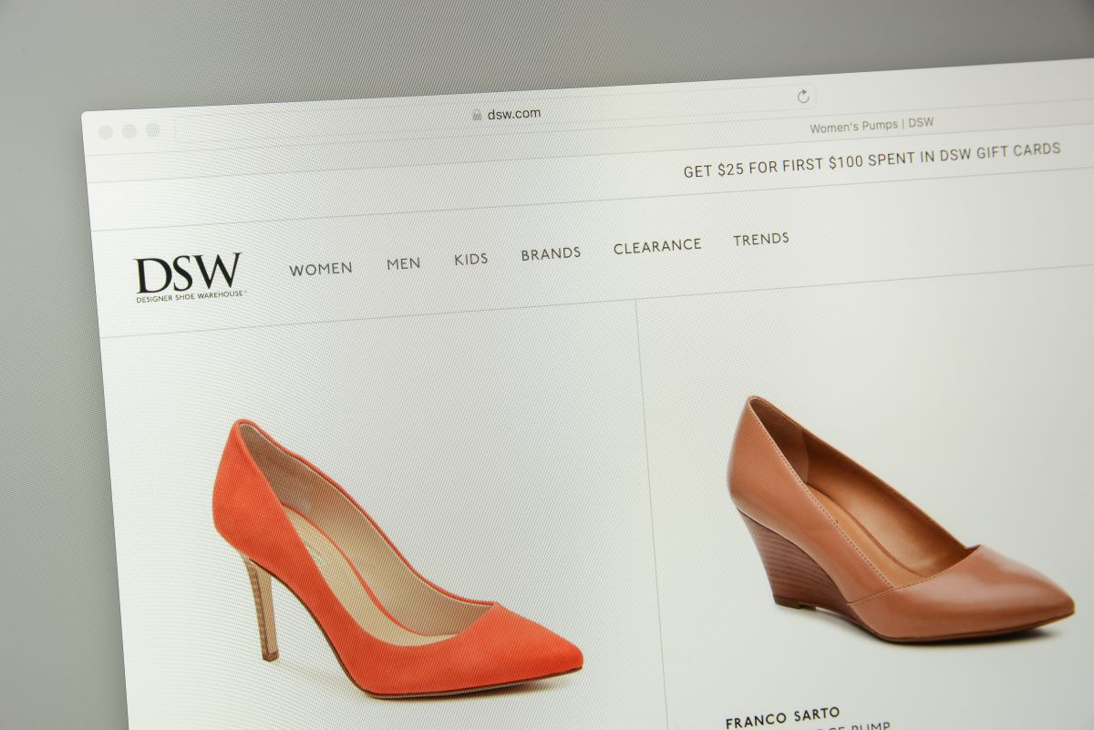 Footwear powerhouse Designer Brands Inc. is bringing DSW shoe shop-in-shops to 120 locations of the Midwestern Hy-Vee supermarket chain.