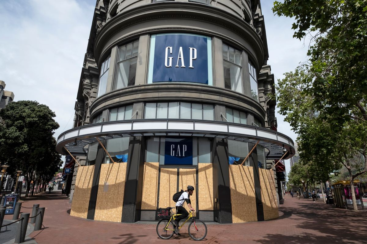 Gap has priced a new offering secured by its real estate assets while luxury platform Farfetch's offering simply requires a promise to pay.