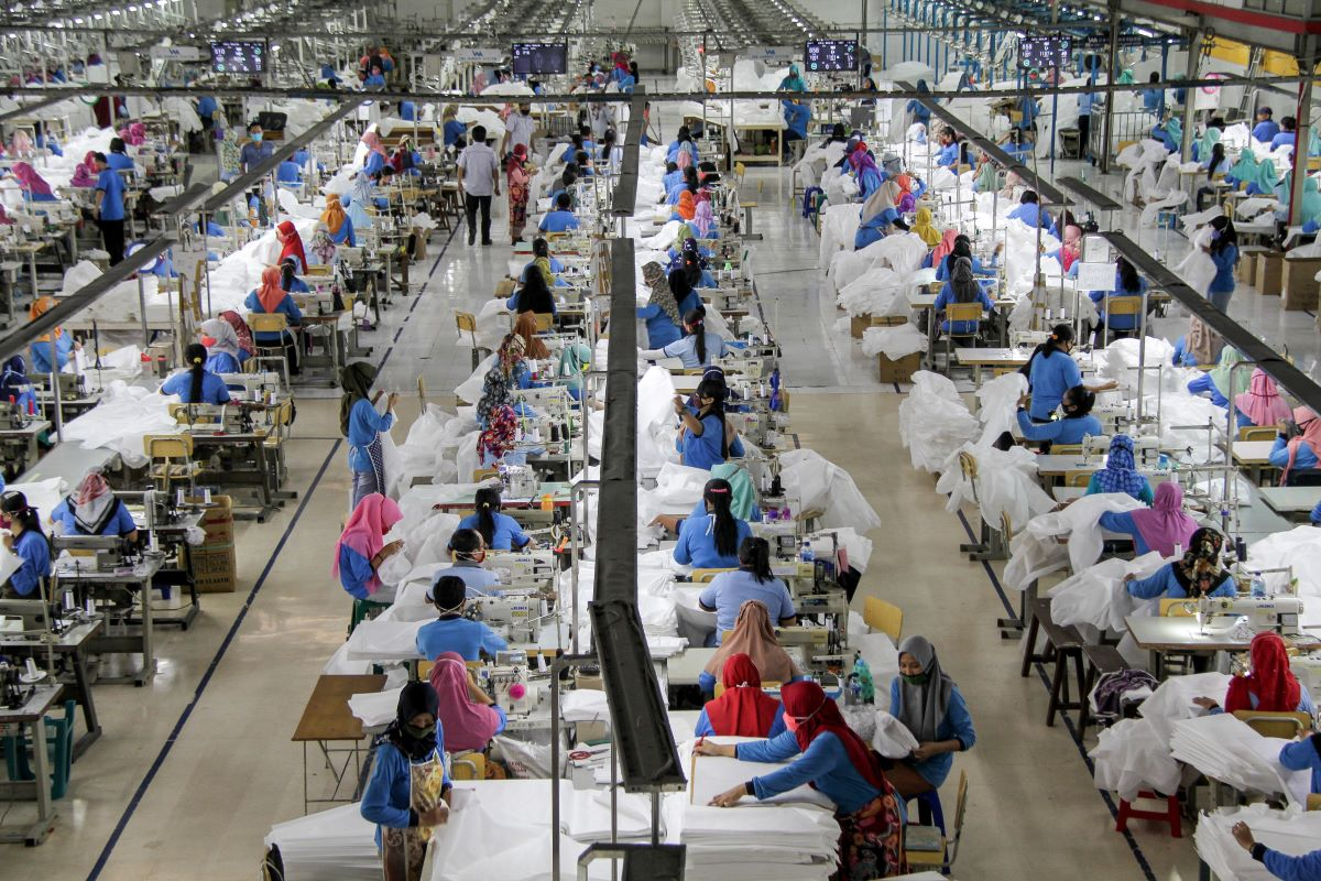 A new report from Verisk Maplecroft shows garment workers in Bangladesh are at extreme risk of both poverty and getting coronavirus.