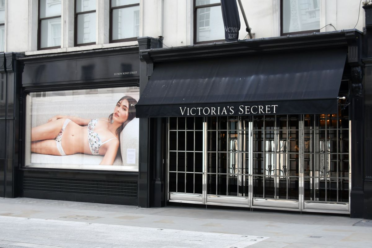 L Brands is working on a plan to make Victoria's Secret profitable, and that means it will close 251 stores across the U.S. and Canada.