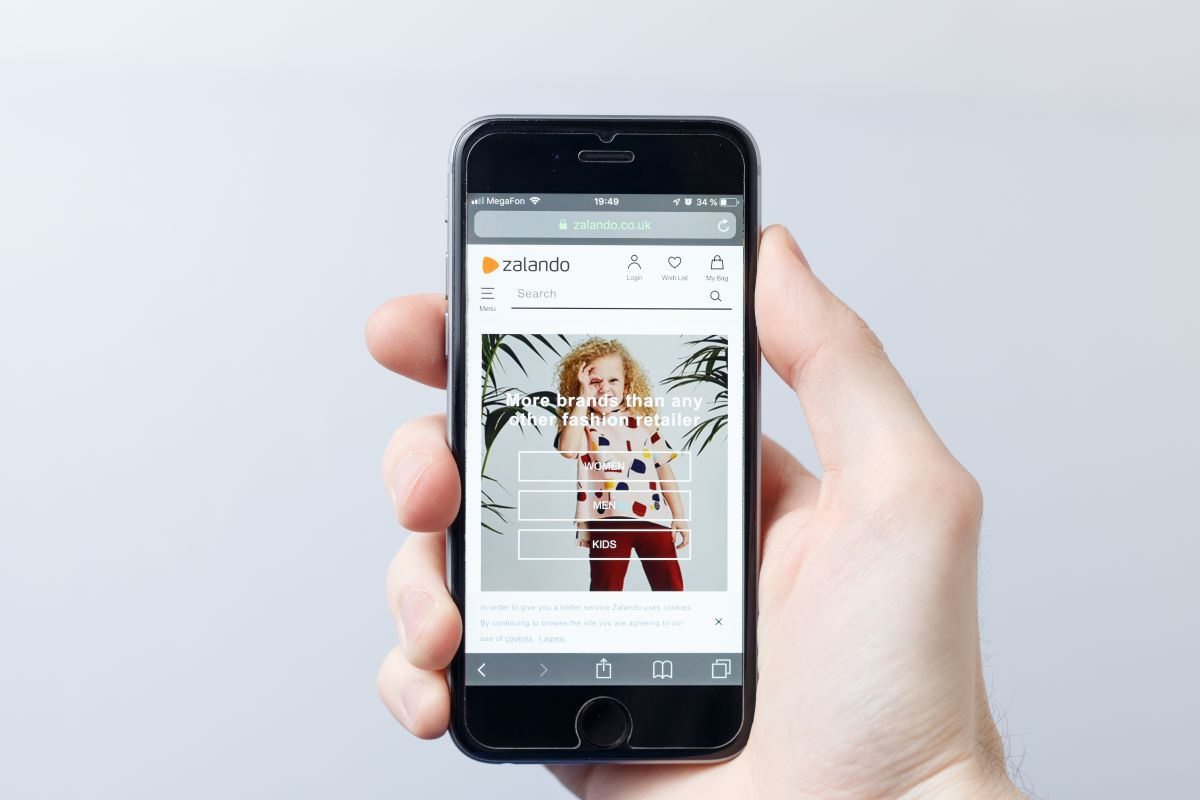 German fashion e-tailer Zalando says it expects to grow both its gross merchandise volume and revenue by 10 percent to 20 percent in 2020.