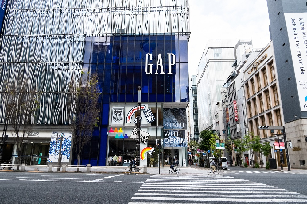 Online sales were a bright spot in a dismal quarter for Gap Inc., which posted a net loss of $932 million and a 43 percent sales decline.
