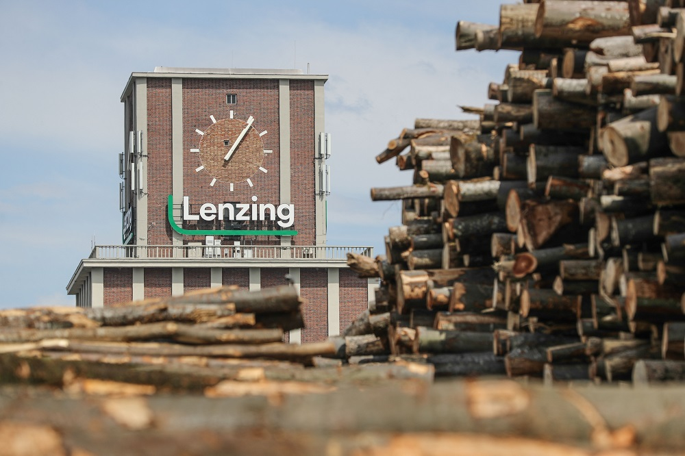 LD Celulose, Lenzing's joint venture with Duratex to build a dissolving wood pulp plant in Brazil, received $1.1 billion in financing.