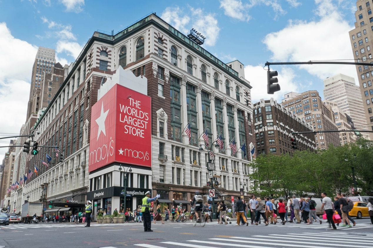 Macy's Inc. closes on $4.5 billion in new financing, comprised of new senior secured notes and a new asset-based lending facility.