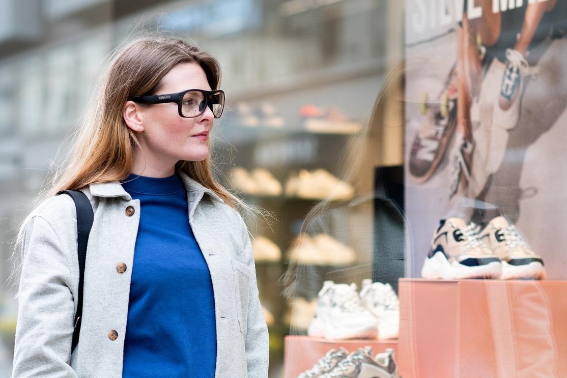 A consumer window shopping while wearing the Tobii Pro Glasses 3 eyewear.