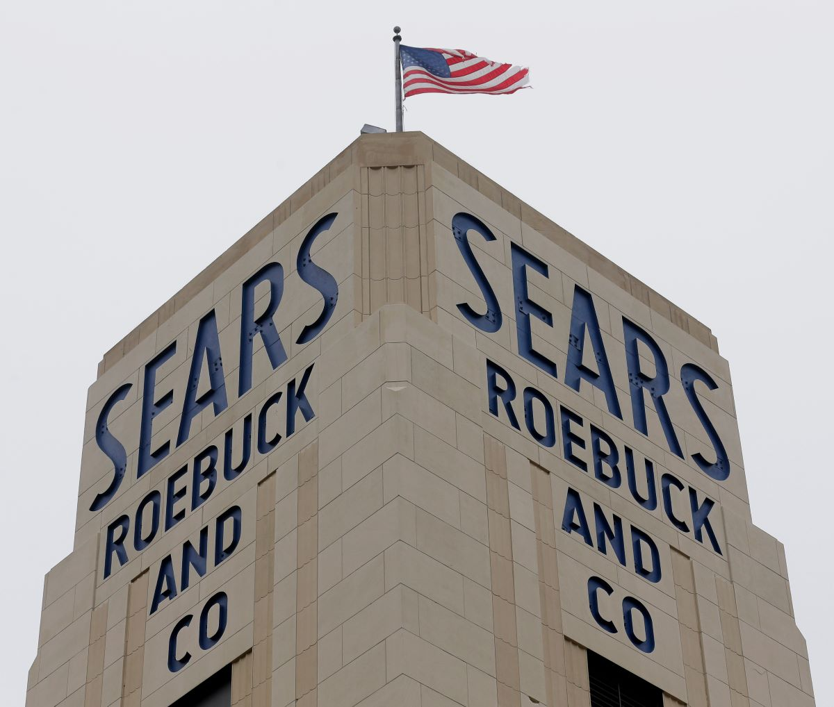 Nineteen Bangladesh garment suppliers are threatening Sears owner Transformco with a $40 million lawsuit for nonpayment of shipped goods.