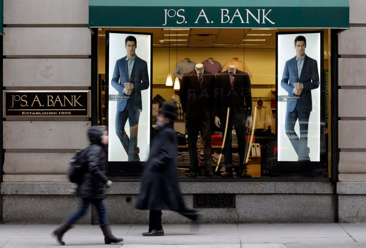 Bankruptcy rumors are dogging men's wear firm Tailored Brands, given its $1.4 billion debt load and shoppers swapping suits for sweats.