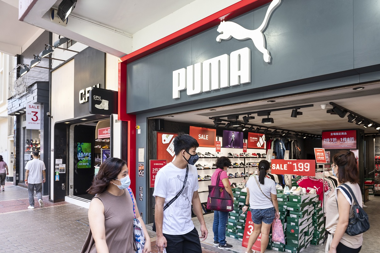 German athleticwear firm Puma took a loss of $112.1 million amid a 30.7 percent sales dip to $979.81 million in the second quarter.