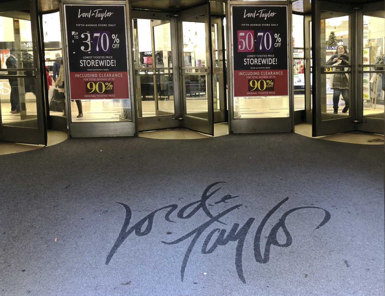 Bankrupt department store chain Lord and Taylor, in operation for 194 years, will close all stores and liquidate, a victim of Covid-19.