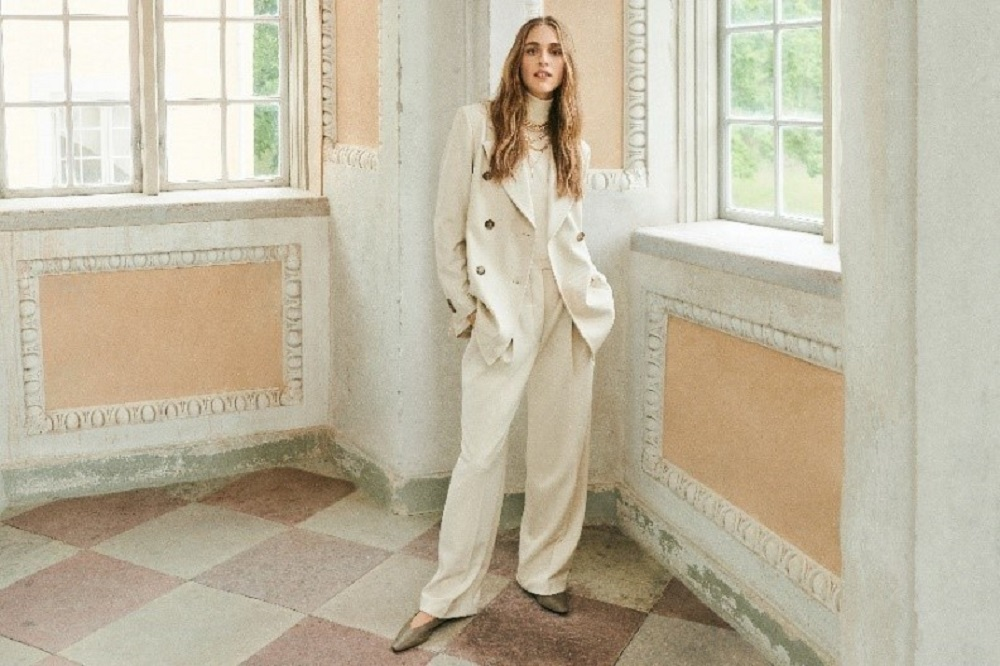 Hennes and Mauritz collaborated with Italian luxury brand Giuliva Heritage for timeless fashion pieces with a focus on sustainability.