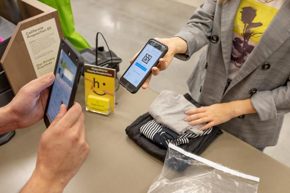 Retail Tech: Dressbarn Taps Happy Returns, Aptos Adds Mexico Customer