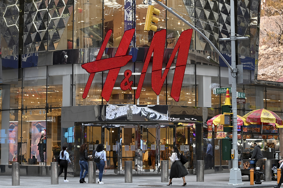 Retailer Hennes and Mauritz has been fined $41.4 million for violating the data privacy of employees at a German customer service center.